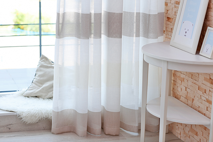 How_to_Make_a_Smaller_Space_Look_Bigger_curtains-horozontal-stripes