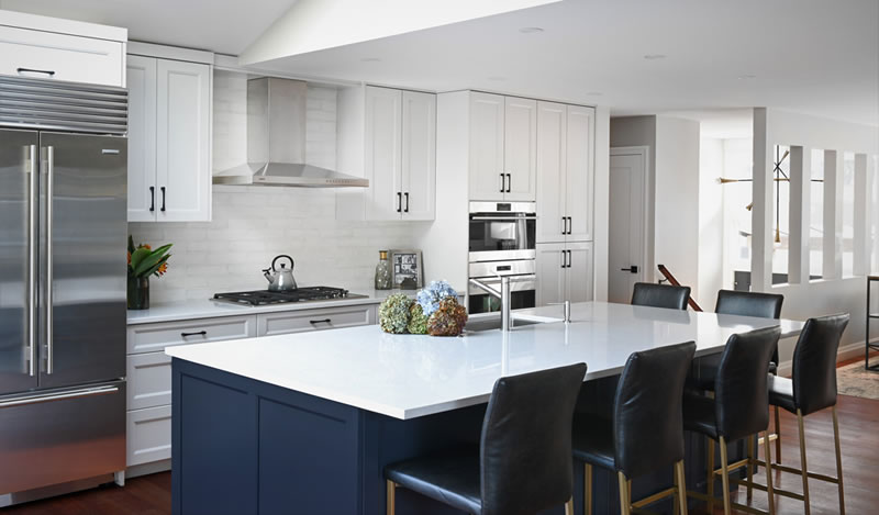 Classic Blue Décor into kitchen