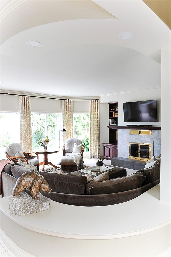 Family Room with Curve