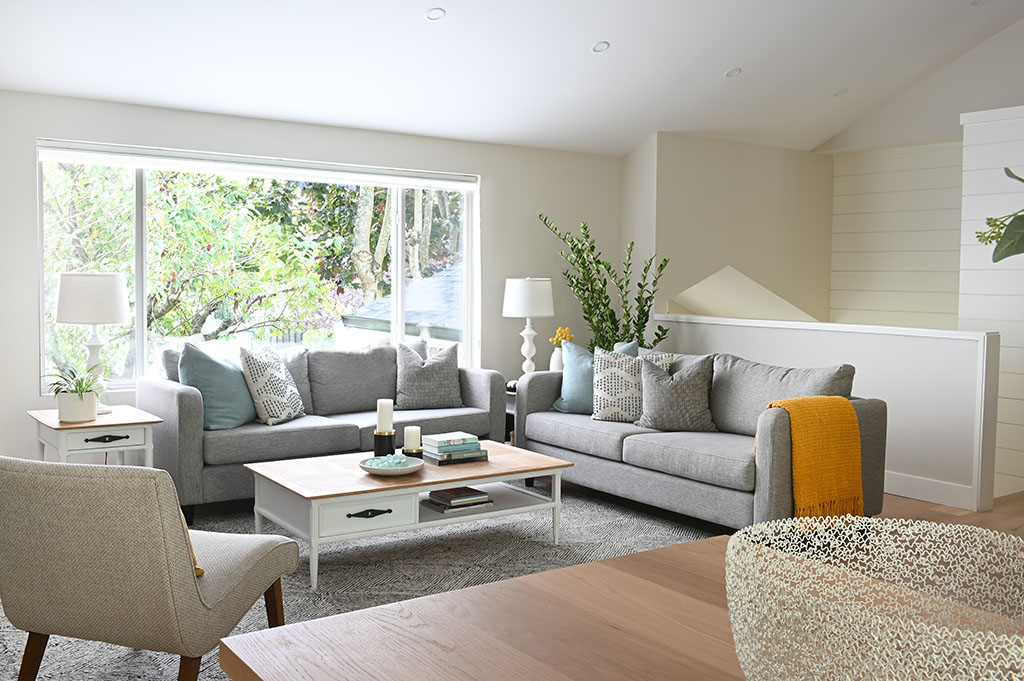 Weepers Livingroom Corner Angled Horizontal